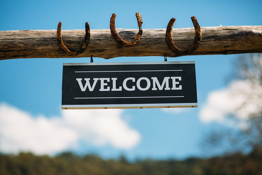 Welcome sign with horse shoes